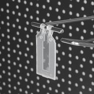 Lengő címketartó összepattintható tokkal